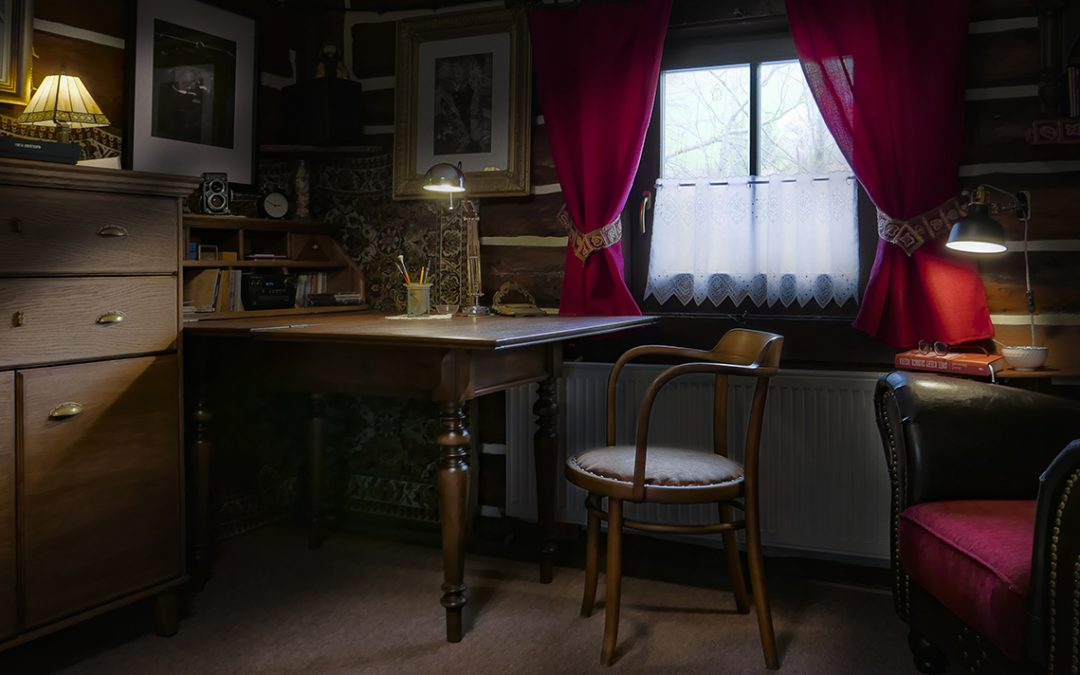 OLD TABLE IN THE Cottage